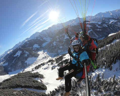 Paragliding in winter ©Kalle Air