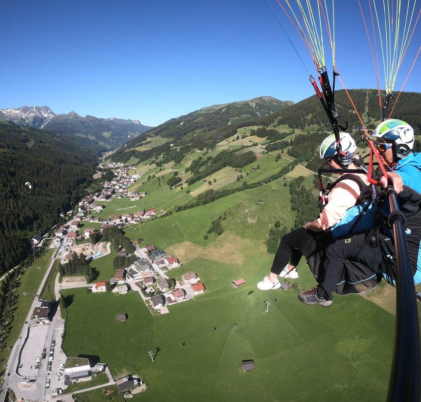 High-altitude flight over Gerlos ©Kalle Air
